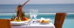 Нова година: 2 нощувки със закуски + Новогодишна вечеря с включени напитки + СПА в хотел Thraki Palace 4*+, Александруполис, Гърция!