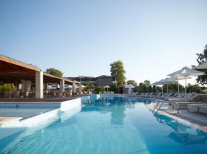 Нова Година в луксозния Dion Palace 5*! 3 нощувки със закуски и вечери и гала вечеря на Олимпийска ривиера, Гърция!