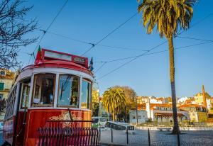 Лисабон и Порто с полет от Варна