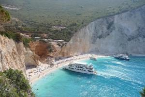 Автобусна екскурзия Йонийска мечта - Лефкада, Кефалония и Закинтос без нощни преходи