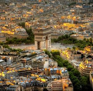 Септемврийски празници в Париж - градът на светлината с полет от София
