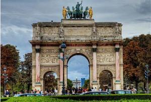 ПАРИЖ, замъците по Лоара, Лион - самолетна екскурзия от София