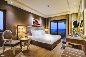 Нова година 2019 в Белек, Анталия, Турция - хотел BELLIS DELUXE HOTEL 5*, включена новогодишна гала вечеря - полет от Варна