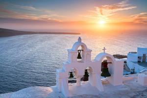 Super LAST MINUTE промоция! Майски празници в Гърция - остров Санторини с полет от София